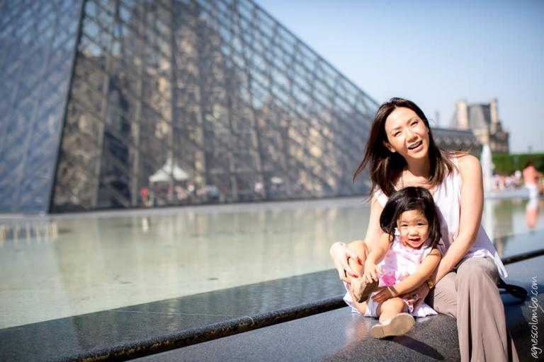 Seance photo famille Louvre Paris | Agnes Colombo, photographe enfant Paris