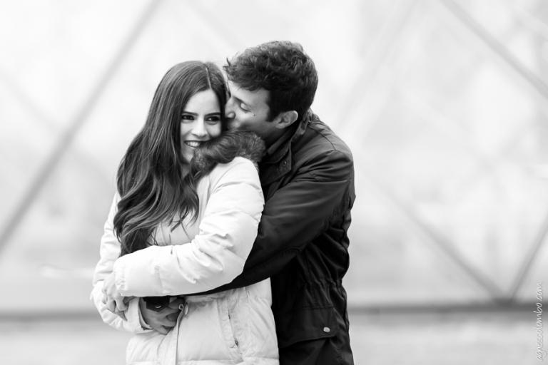 Seance photo couple Paris Louvre | Agnes Colombo, photographe couple Paris