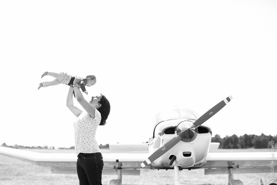 Seance photo originale dans un aerodrome Fontainebleau | Agnes Colombo, photographe famille Paris