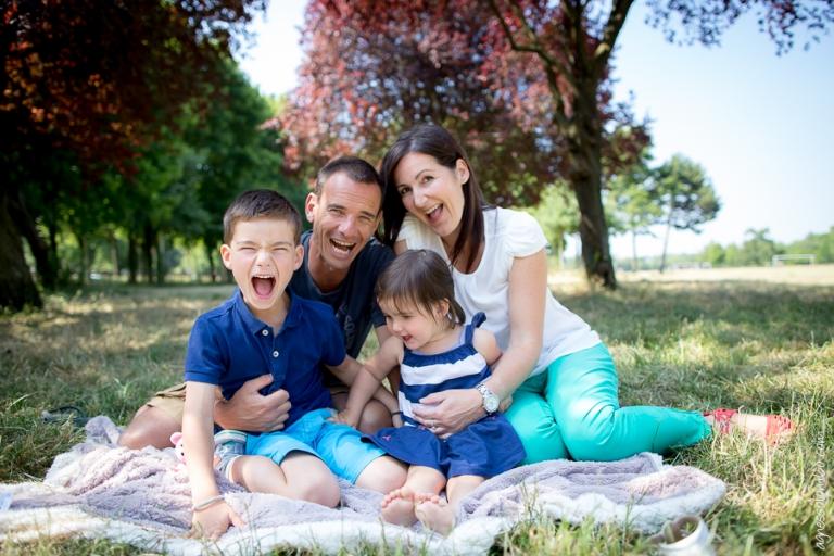 Seance photo famille Bagatelle Paris 16 | Agnes Colombo, photographe famille Paris