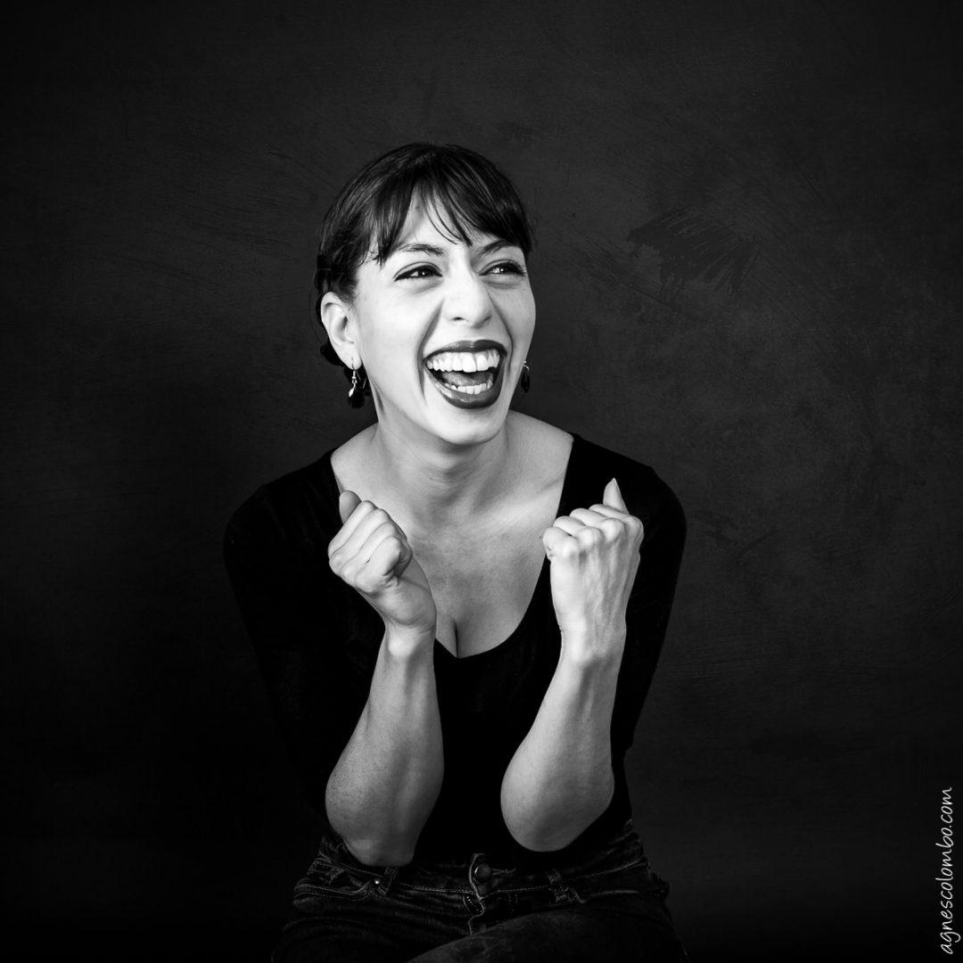 photographe-femme-studio-noir-blanc