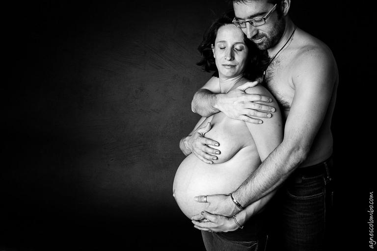 Photos femme enceinte studio noir et blanc