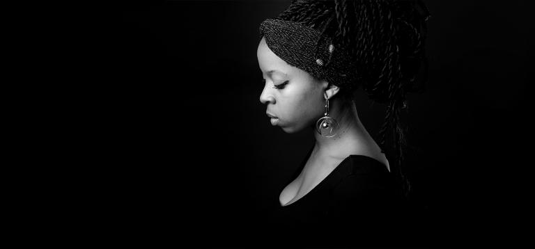 portrait-femme-paris-noir-blanc
