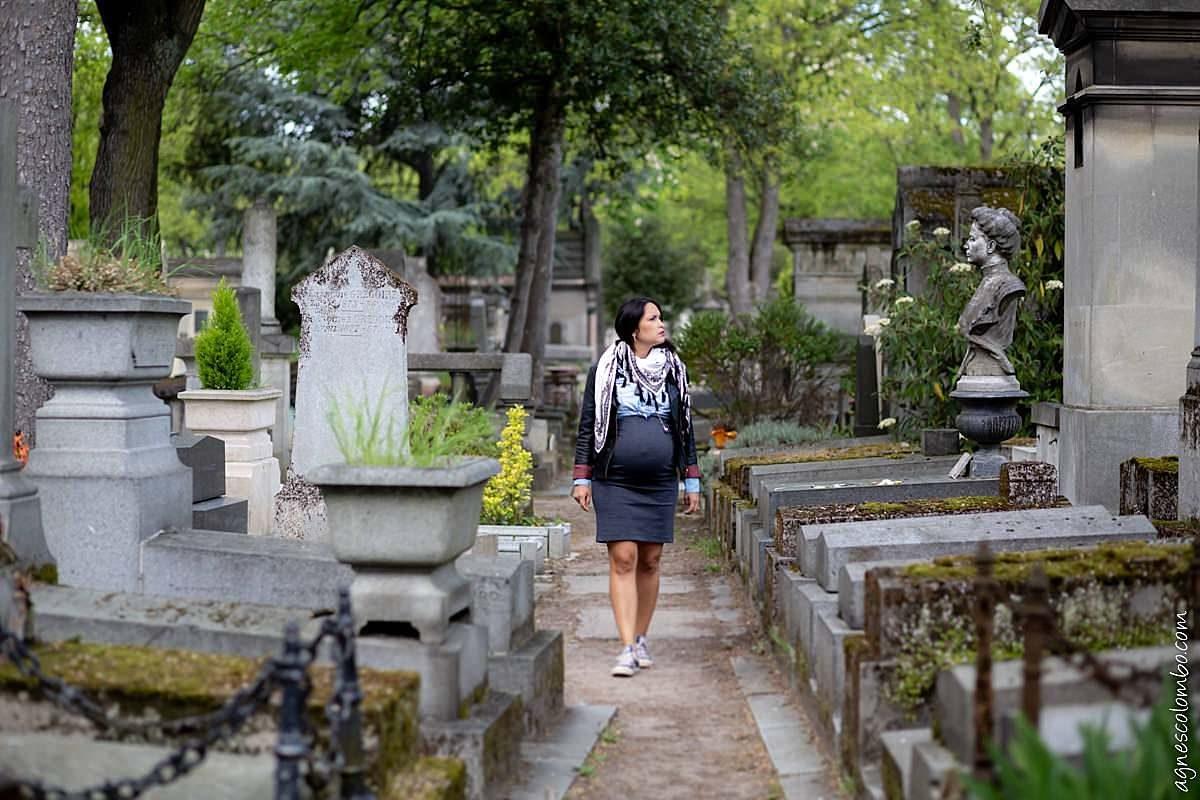 Séance grossesse au cimetière du Père Lachaise