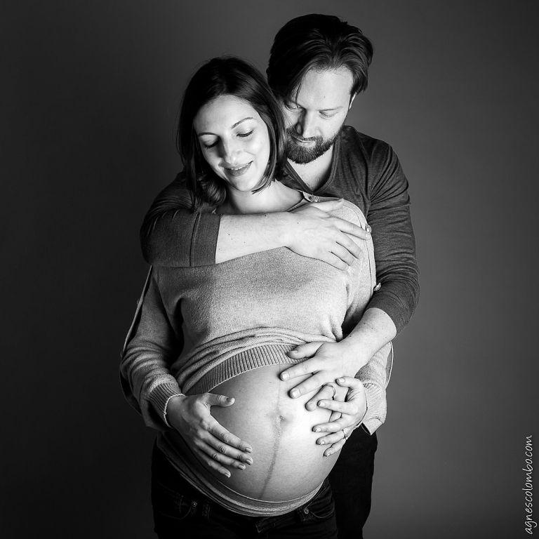 Photographe femme enceinte en noir et blanc Studio